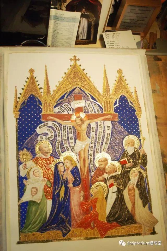 ▲ 聖像畫最適宜的觀看角度是什麼?跪下來,仰視,那正是祈禱時候的姿勢。所以是跪著調整畫完金飾部分的~